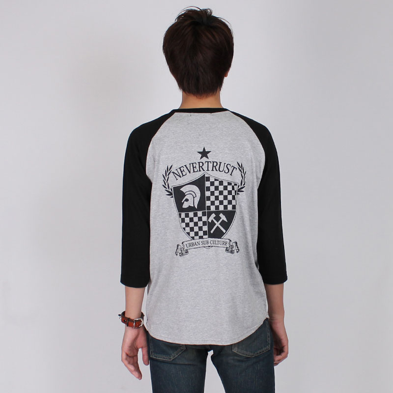 エンブレム7分袖ラグラン Tシャツ(NEVER TRUST)